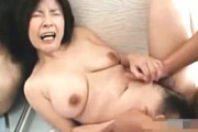 高齢熟女妻が不倫相手の巨根にハマりアヘ顔絶叫!板倉幸江