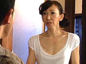 美人の高齢熟女が2人の借金取りにレ●プされ潮吹き中出し強姦!内村美智子