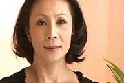 浮気三昧の美熟女マダムがピンクのスリップ姿で激エロ!大沢綾乃