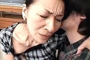 エロ顔五十路熟女母が息子と近親相姦エッチで淫乱にヨガリっぱなし!
