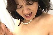 真珠のネックレスをして乱交コンパに参加したケバい還暦熟女がアヘ顔で連続絶叫アクメ!徳田冨美子