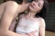 高齢熟女母が息子と中出し近親相姦!ピンク乳首の垂れ乳揺らし寝取られ状況でアヘ顔アクメ!板倉幸江1