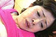 還暦熟女の母が息子に和姦され甲高い声で大絶叫アクメ!和久井由美子