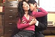お椀型巨乳の還暦熟女母が息子をフェラ抜き!中山佳子