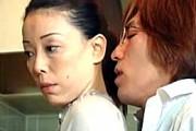 美熟女母が息子に責められピンク乳首の垂れ乳を揺らしアヘ顔絶叫!青井マリ