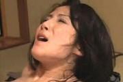 ケバい高齢熟女の叔母が甥にガン突きされ声を震わせ絶叫中出しエッチ!宮内萌