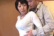 可愛らしいショートカットの還暦熟女母が息子と温泉旅行でガン突きされアヘ顔中出し!林原秀美