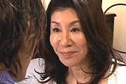 還暦熟女の母がオナニーを見られて息子を誘惑して69でフェラ抜き!原島みどり