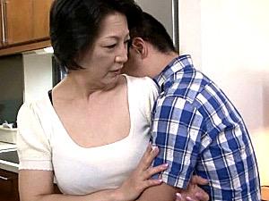 清楚な還暦熟女の母親は息子とアナル相姦関係!2穴同時挿入でヨガリ鳴き!染谷京香