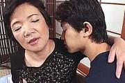 「もうダメだよ〜」地味な還暦熟女の祖母が孫にガン突きされ連続痙攣アクメ!荒木加寿子