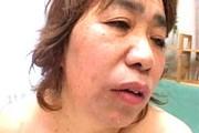 茶髪の還暦熟女がフェラ抜き!