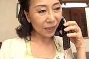 ピンク乳首のデカ乳輪がエロい還暦熟女の母親が息子に突かれアヘ顔絶叫!小澤喜美子