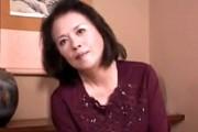 62歳の気の強い還暦熟女が手マンオナニーでのけ反りオーガズム!沢村樹