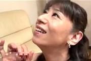 スケベ顔の五十路熟女が童貞息子を性教育!言葉責めがエロい肉食熟母!高垣美和子