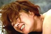 2本の肉棒でガン突きされ絶叫痙攣しまくるエロケバい熟女歌手!真梨邑ケイ