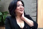 発情した豊満な熟女校長先生が垂れ爆乳晒し生徒をフェラ抜き!愛田正子