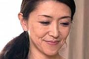 細身の五十路熟女母が息子に責められポッチ乳首を勃起させビクビク痙攣アクメ!賀来恵美子