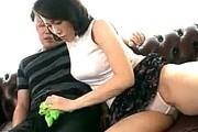 娘婿を誘う妖艶な義母が黒乳首でエロい!高速手マンで潮吹きアクメして中出しエッチ!02