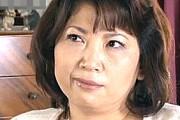 ケバい熟女母が嫉妬に狂い息子を誘惑して中出し近親相姦!井ノ口慶子