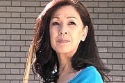 欲求不満の還暦熟女母が息子を妄想して手マンオナニー!川口聡子