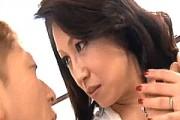 大絶叫で逝きまくるパイパンおばさん!巨乳黒乳首の発情熟女の初撮り!愛矢峰子