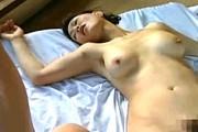 巨乳熟女母は自宅で夫を寝かしつけ浮気相手とアヘアヘ痙攣エッチ!里中亜矢子