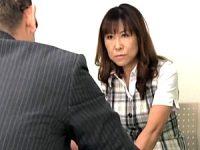 五十路の熟女OLがセクハラ行為に屈し社内エッチで快楽堕ち!岡田久美子