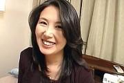 美熟女がマヌケなアヘ顔になってヨガリまくり潮吹き絶叫!葉山瑶子