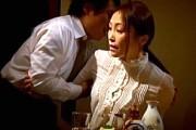 清楚な熟女が若い下宿人の激ピストンにピンク乳首のデカ乳輪揺らし痙攣絶叫!美山蘭子