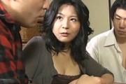 黒乳首の巨乳熟女母が息子と3Pエッチで潮吹き連続オーガズム!