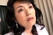 セレブで上品顔の熟女はムチムチぽちゃりで痙攣イキまくり!内田桃子