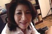 上品な母親が息子に言葉責めしながらフェラ抜き!浦沢亜矢子0