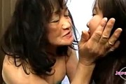肉食七十路お婆ちゃんの濃厚ベロチュー顔舐めにJK大興奮!