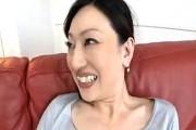 長身の上品な奥様の初撮り!若い肉棒に色っぽい声で鳴きまくり!新澤久美子