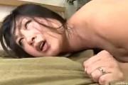 黒乳首のタレ乳揺らし連続中出しアナルセックスでアクメする白目熟女!藤沢芳恵
