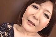 デカ乳輪の垂れ爆乳おばさんが初撮りで裸にエプロン手コキ抜き!大野実花