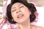 美人のおばさんが甥に潮吹かされ中出しされアヘ顔痙攣!徳井泰子0