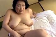 爆乳おばさんが若いバイトに激ピストンされ中出しエッチ!絹田美津