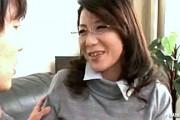 エロ家庭教師のおばさんが童貞生徒をエロ指導で筆下ろし!大石忍