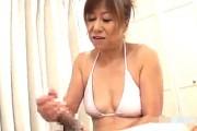 茶髪のエロケバい熟女が寸止め高速手コキ抜き!高垣美和子