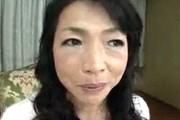 大絶叫ハスキーボイスで派手にアクメするドスケベ熟女の初撮り!楠田理江子