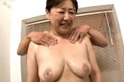 初撮りで連続ハードピストンされ悶絶する垂れ巨乳の還暦熟女!内田典子
