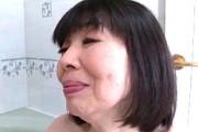 色白の還暦熟女がプックリとした厚みのある唇で濃厚フェラ!坂本はるみ