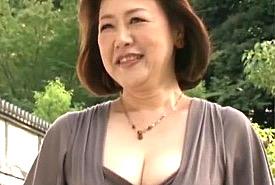デカ乳輪の巨乳還暦熟女が高速手マンで連続オーガズム!内田典子