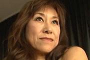 エロケバい五十路熟女が放尿して絶叫アクメ!岡田久美子