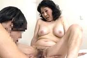 ピンク乳首で巨乳の還暦熟女が童貞筆下ろしでアヘ顔絶叫!小澤喜美子