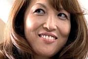 茶髪のエロケバイ熟女が愛人の息子を誘惑して乗り換える!加賀ゆり子