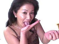 脇毛ボーボーのエロケバい五十路熟女が若い肉棒を喰いまくる!岩崎千鶴