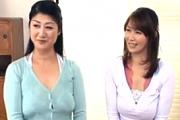 肉食おばさん2人が息子を交換して中出しスワッピングエッチ!藤沢芳恵