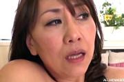 五十路熟女の家政婦が仕事中にデカ尻を痙攣させオナニーオーガズム!近藤郁美